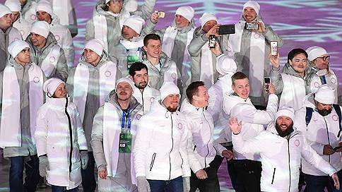 Российским спортсменам вернули национальный флаг // Какие условия выдвигает WADA
