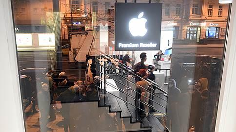 Россияне готовы постоять за iPhone // Как продают место в очереди за новыми смартфонами