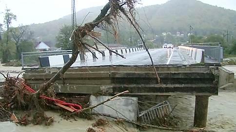 Жителям Краснодарского края не хватает воды, продовольствия и света // Как в регионе справляются с последствиями наводнения