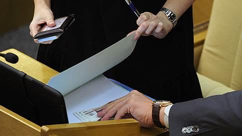 «Это не мы назначали нам зарплату или пенсии» // Парламентарии в эфире «Ъ FM» — о надбавках к выплатам