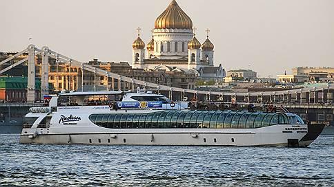 Теплоход «Бьюти» поцарапался о гранитный причал // Насколько безопасны поездки по Москве-реке
