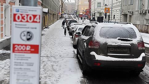 У автомобилистов засбоила парковка по правилам // Почему не работал сервис оплаты в Москве