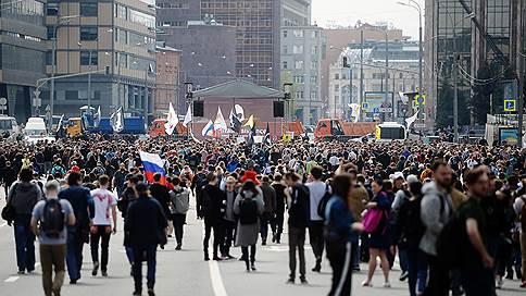 """«Можно смело говорить о том, что здесь тысячи людей» // Корреспондент """"Ъ FM"""" — о митинге против изоляции рунета"""