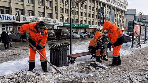 Екатеринбургский снег не вывезли без доплаты // Чем подрядчики объяснили свое требование