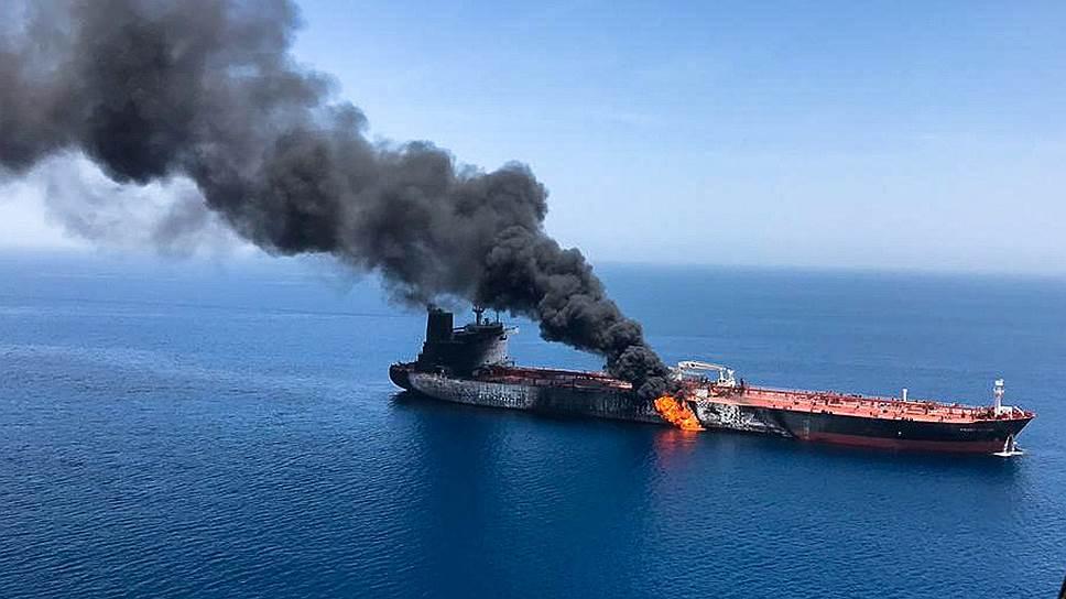 Почему США возложили ответственность за подрыв судов на Иран