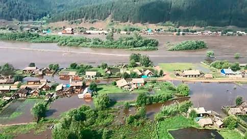 На потопе в Иркутске стали делать бизнес // К каким еще последствиям привело наводнение