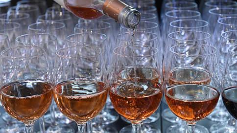 Правительство готово «подрастить» акцизы на вино // Как инициатива отразится на ценах на напитки
