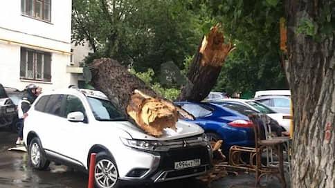 Припаркованные автомобили не спаслись от стихии в Москве // Смогут ли их владельцы получить компенсации