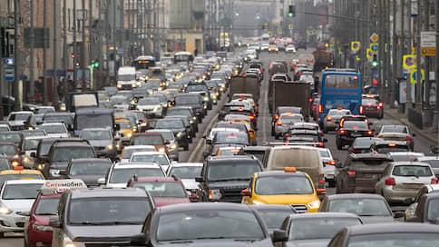 Пробки подтягиваются в Москву вслед за автомобилистами  / Как изменится стоимость такси и какой будет погода в столице на неделе