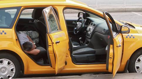 Рынок такси теряет в легальности  / Как водители получают доступ к перевозкам