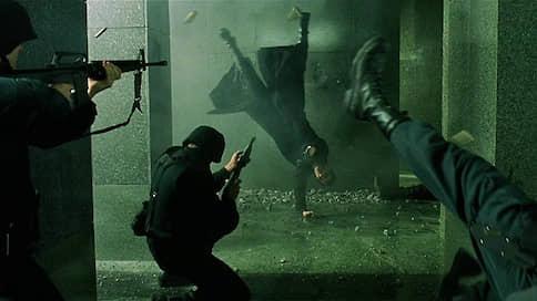 «Матрицу» перезагрузят в российские кинотеатры  / Насколько интересен будет зрителям фильм через 20 лет после выхода