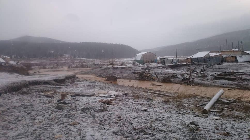 Что могло стать причиной разрушения плотины в Красноярском крае