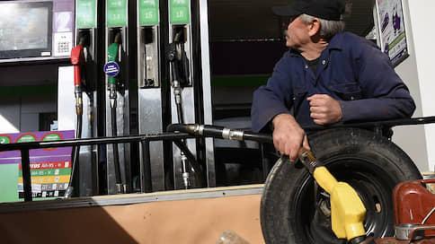 Спрос на бензин упал до рекордных показателей // Связана ли тенденция с общим состоянием экономики в России