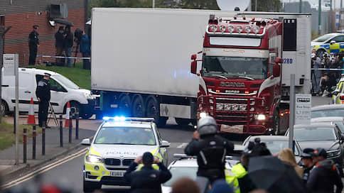 """«Полиция сталкивается с таким способом доставки нелегальных мигрантов впервые» // Корреспондент """"Ъ FM"""" в Великобритании — о расследовании гибели 39 человек"""