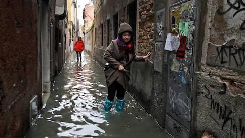 Венеция покрылась илом // Как наводнение повлияло на жизнь в городе