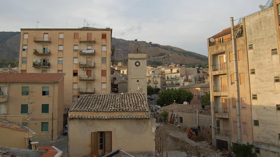 Почему в сицилийской коммуне Бивона начали продавать дома по €1 за штуку