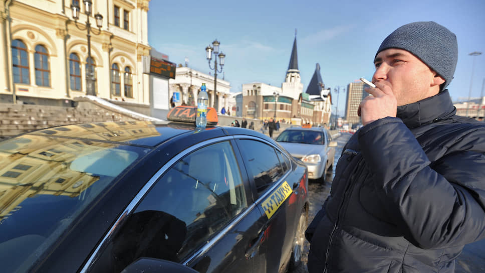 Как таксисты требуют у агрегаторов пересмотреть условия труда