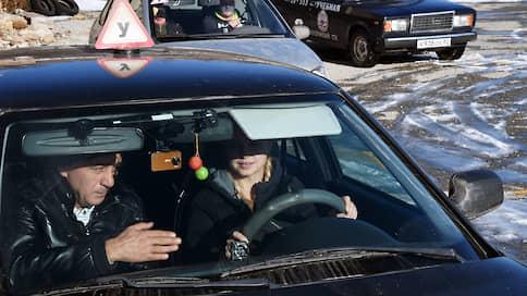 Будущие автомобилисты останутся без «площадки»  / Станет ли проще сдавать на права после объединения экзаменов