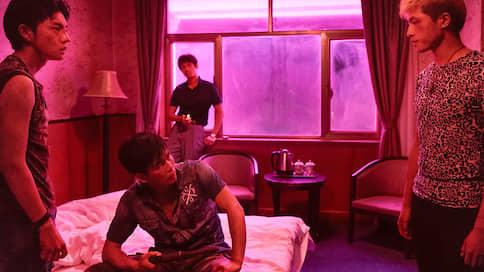 Экраны расцветят неоновые всполохи  / Чем интересен триллер Дяо Инаня «Озеро диких гусей»