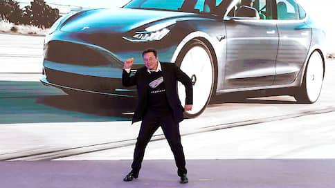 Tesla заговорит с пешеходами  / Как Илон Маск привлек внимание к своим автомобилям