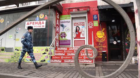 Россиян оставляют без кредитов // Почему банки стали выдавать меньше необеспеченных займов
