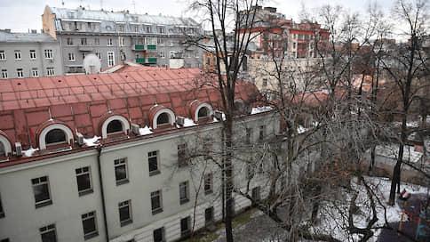 На Патриарших прудах спорят о домах // Почему москвичи выступили против сноса особняков в Большом Палашевском переулке