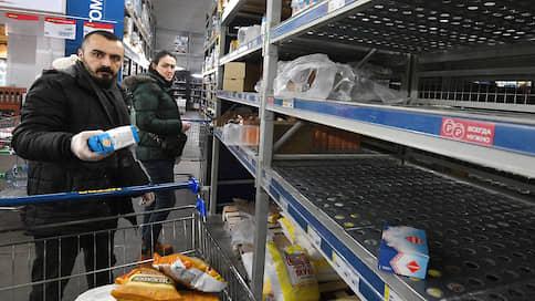 Очереди за продуктами выстраиваются онлайн  / Почему сервисы доставки не справляются со спросом