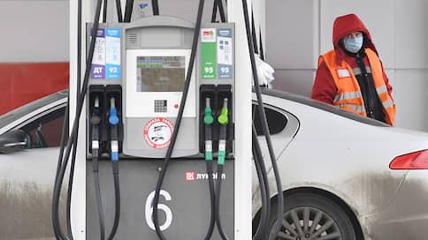 Нефть может потянуть за собой бензин  / На долго ли, по мнению аналитиков, подешевеет топливо