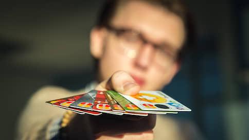 Граждане предпочли цифру пластику  / Почему выросло число заявок на электронные банковские карты
