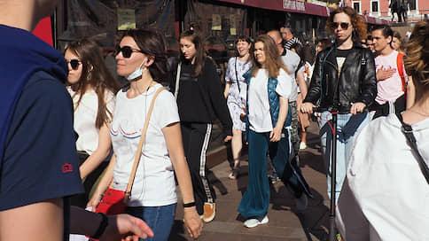 Вечеринка продлилась недолго // Как массовые встречи и прогулки повлияют на распространение коронавируса в России