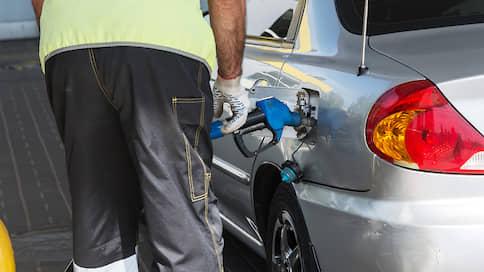 Спрос на бензин набирает обороты // Почему цены на топливо после отмены ограничений продолжают расти