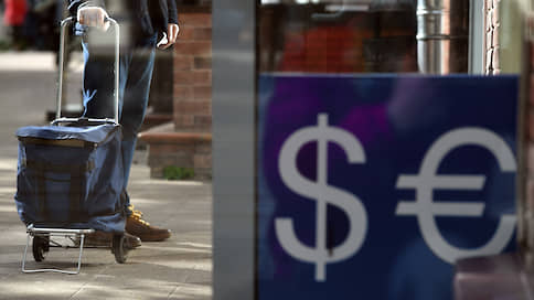 Россияне возвращаются к валютным вкладам // С чем связан майский интерес к депозитам в долларах и евро