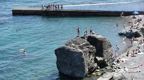 Туристы выбирают курорты без справок // Какие регионы официально открыли летний сезон