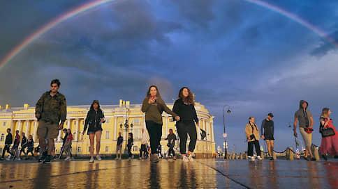 Москвичи «загрузились» в северную столицу  / Как восстанавливается поток туристов в Санкт-Петербург