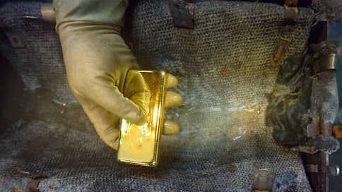 Золото накачали вложениями  / Почему инвесторы выбирают драгоценный металл в качестве актива