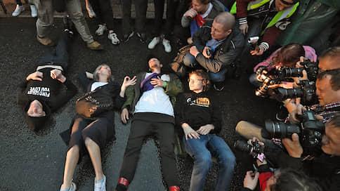 """«Некоторые и вовсе легли на асфальт»  / Корреспондент """"Ъ FM"""" — о задержании участников шествия против поправок"""
