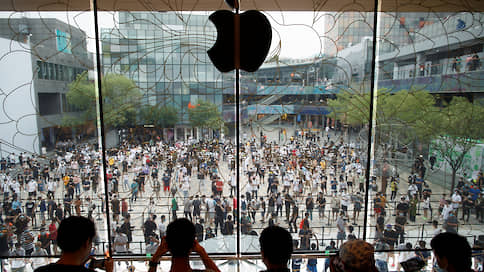 Apple заплатит за iPhone  / На какую компенсацию могут рассчитывать владельцы за замедление устройств