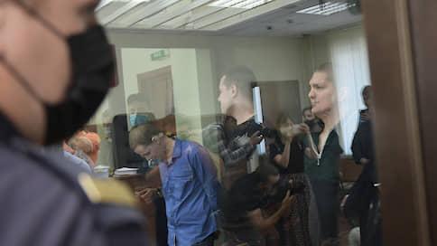 """«Гнев, уныние, слезы во многих случаях»  / Корреспондент """"Ъ FM"""" — о реакции на приговор фигурантам дела «Нового величия»"""