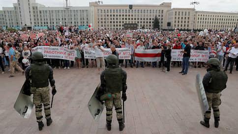 """«Протестующие рады, что днем людей не задерживают»  / Корреспондент """"Ъ FM"""" — о том, что происходит у Дома правительства"""