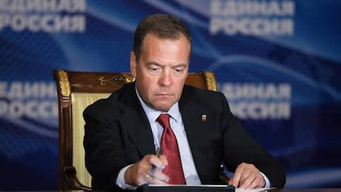 Базовому доходу предлагают гарантии // Как эксперты оценили предложение Дмитрия Медведева