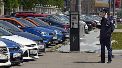 Каршеринг заблокировал москвича в машине  / Как технические неполадки вывели автомобиль из строя