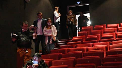 Кинотеатры испытывают репертуарный голод  / На какой срок крупнейшие студии откладывают премьеры