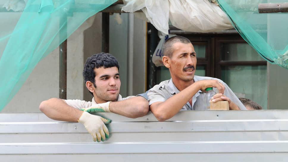 Почему трудовые мигранты остаются за границами