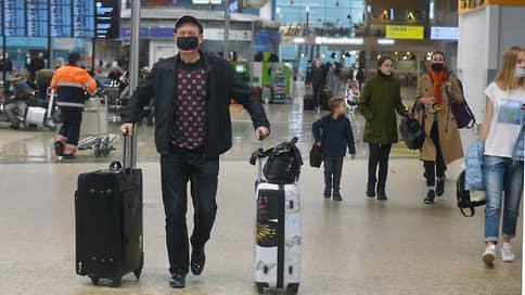 На пассажиров надевают маски  / Соблюдают ли в аэропортах необходимые меры безопасности