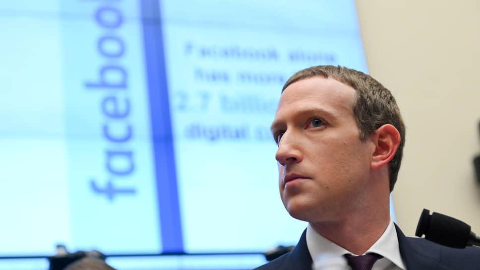 Facebook призывают отказаться от своих