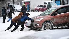 Снежная волна накрыла Москву  / С какими сложностями на дорогах столкнулись автомобилисты