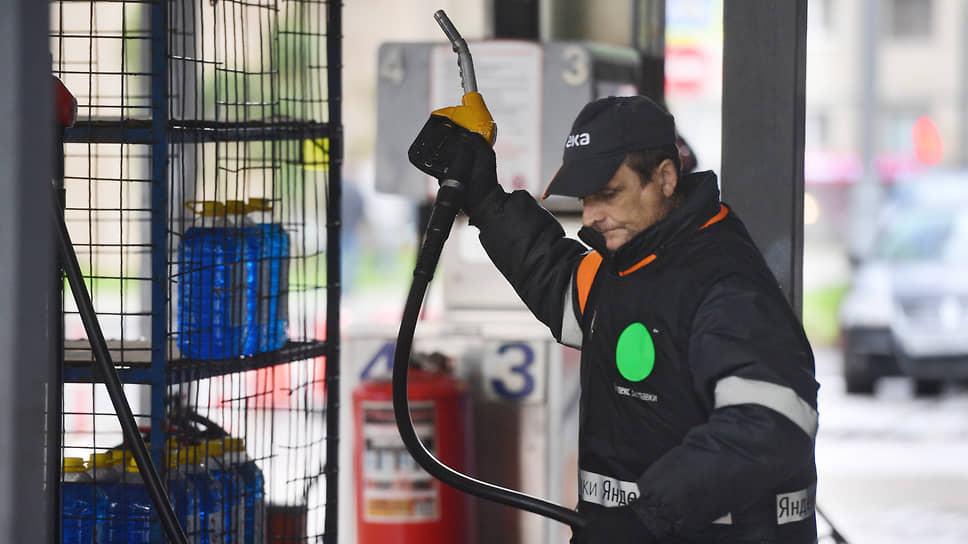 Бензин «набивает» цену