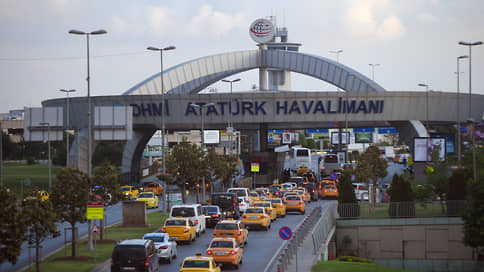 Возвращение россиян забуксовало  / Как ограничение авиасообщения с Турцией отразилось на путешественниках
