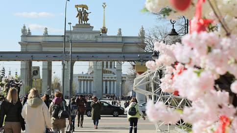 Резкое похолодание нагрянуло в Москву // Как надолго в столице задержится холодный атмосферный фронт