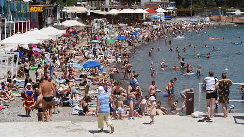 Крым накрыла третья волна  / Как власти полуострова собираются принимать туристов в условиях роста случаев COVID-19